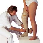 Entstauungstherapie-Lymphödem-Bein-Wickeln